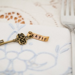 DIY – Wedding Place Cards: Hand Stamped Tags & Antique Keys