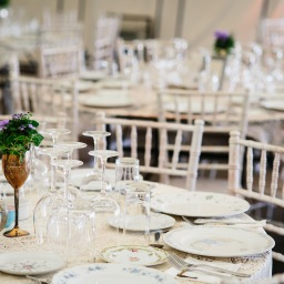 DIY Wedding – Collecting Vintage Dinner Plates, Side Plates, Tea Cups and Saucers